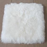 Kussenhoes van geschoren witte schapenvacht