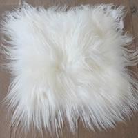 Kussenhoes van langharige witte schapenvacht
